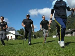 Nordic walkers in allenamento